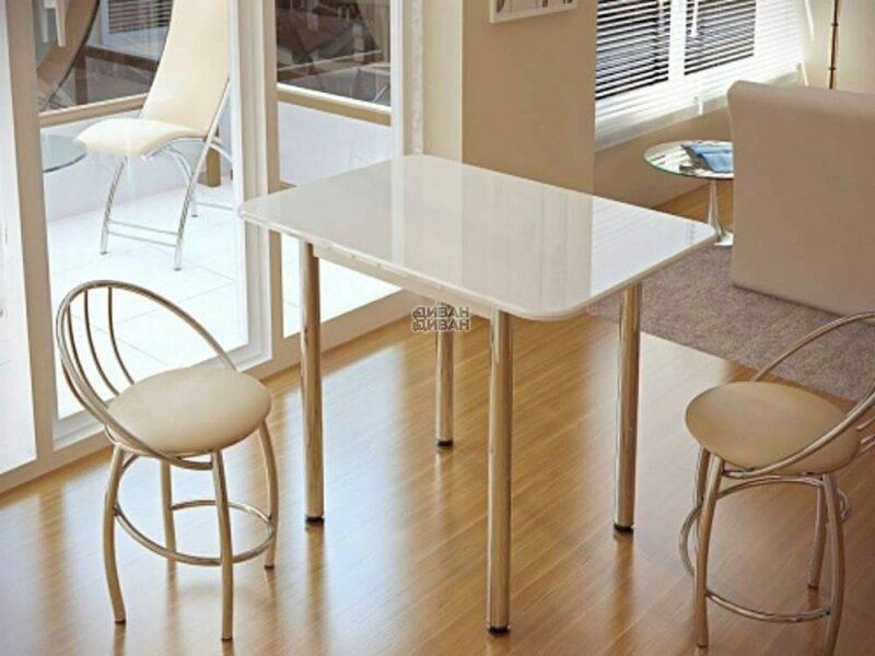 stol-obedennyj-belyj